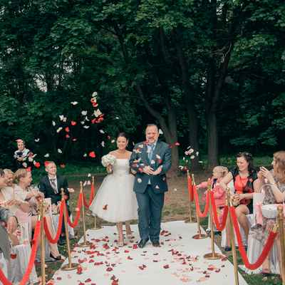 Vintage red wedding ceremony decor