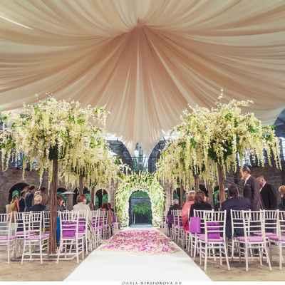 English wedding ceremony decor