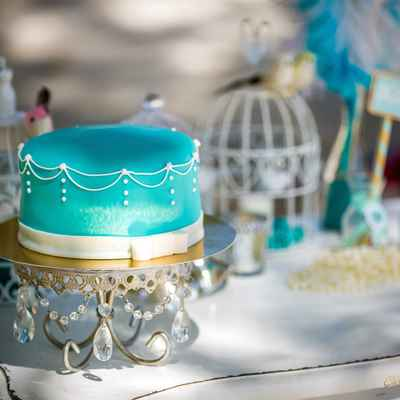 Breakfast at tiffany's blue wedding cakes