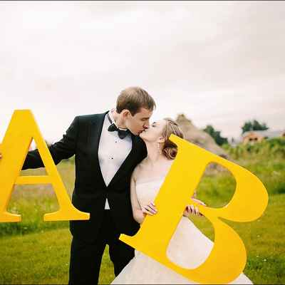 Yellow photo session decor