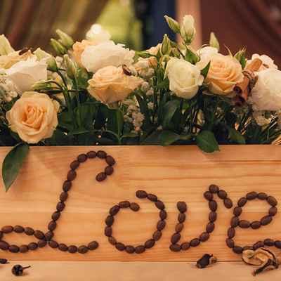 Brown wedding floral decor