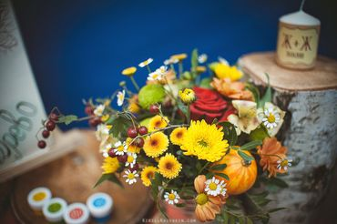 Autumn yellow wedding floral decor