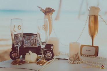 Gold wedding photo session decor