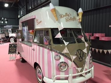 Vintage pink wedding transport