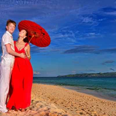 Beach red wedding photo session decor