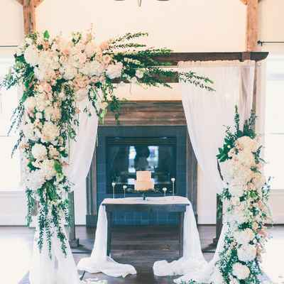 Ivory wedding photo session decor