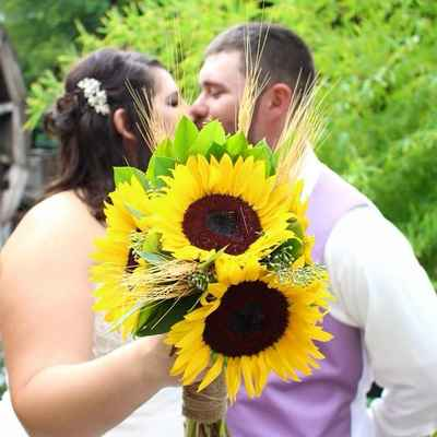 Outdoor yellow wedding photo session ideas