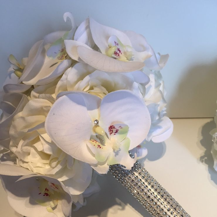 Gary & Jo, Ivory Orchid & Roses for New Years Eve Wedding