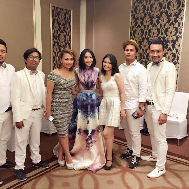 Akustika feat Rinni Idol at unilever gathering event