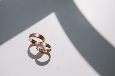 Gold wedding rings