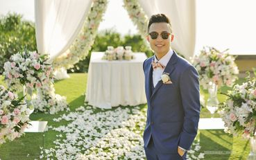 Blue outdoor groom style
