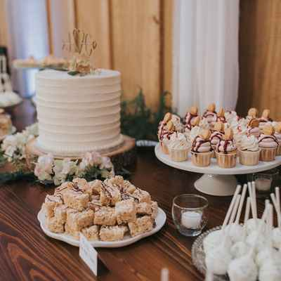 White overseas wedding cupcakes