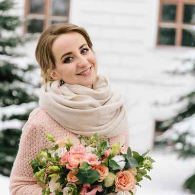 Winter pink outdoor rose wedding bouquet