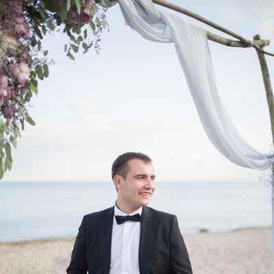 White beach groom style