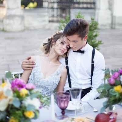 White outdoor wedding photo session decor