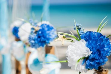 Marine blue wedding floral decor